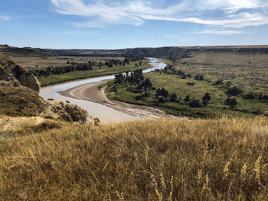 Grasslands in front of a bend in the Little Missouri River along the North Achenbach Trail